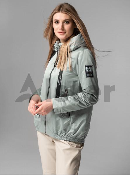 Куртка демісезонна коротка з розрізом на спині