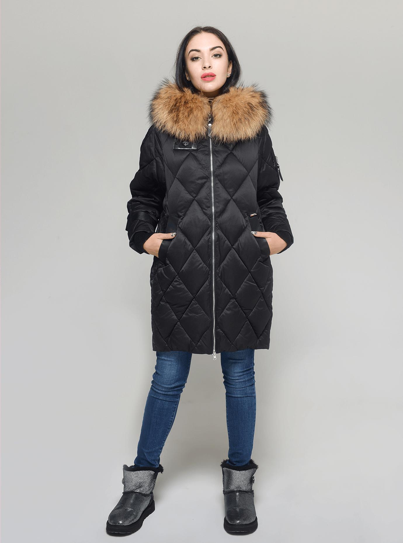 Пуховик женский с мехом енота Чёрный S (01-RR17048): фото - Alster.ua
