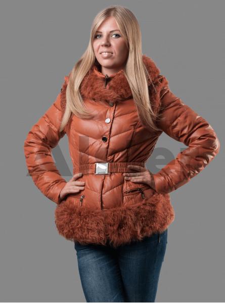 Женский зимний пуховик с мехом