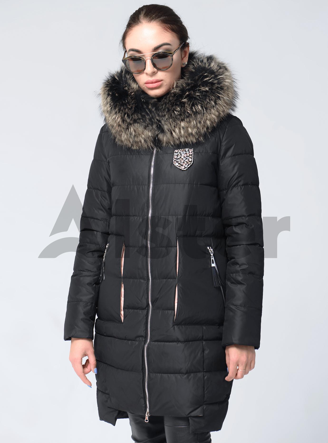Куртка зимняя с нашивкой на груди и мехом енота Чёрный L (05-V191255): фото - Alster.ua