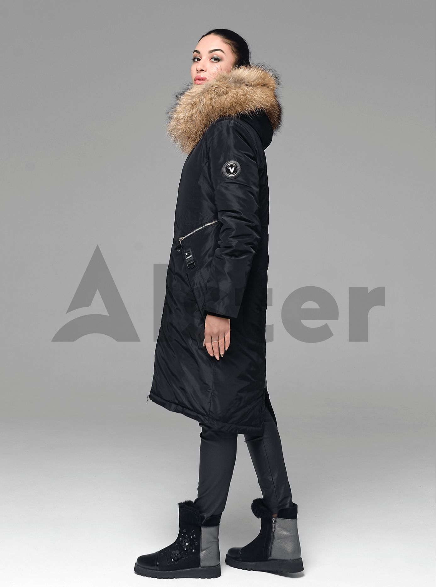 Куртка зимняя длинная прямого кроя с мехом енота Чёрный S (05-V191239): фото - Alster.ua