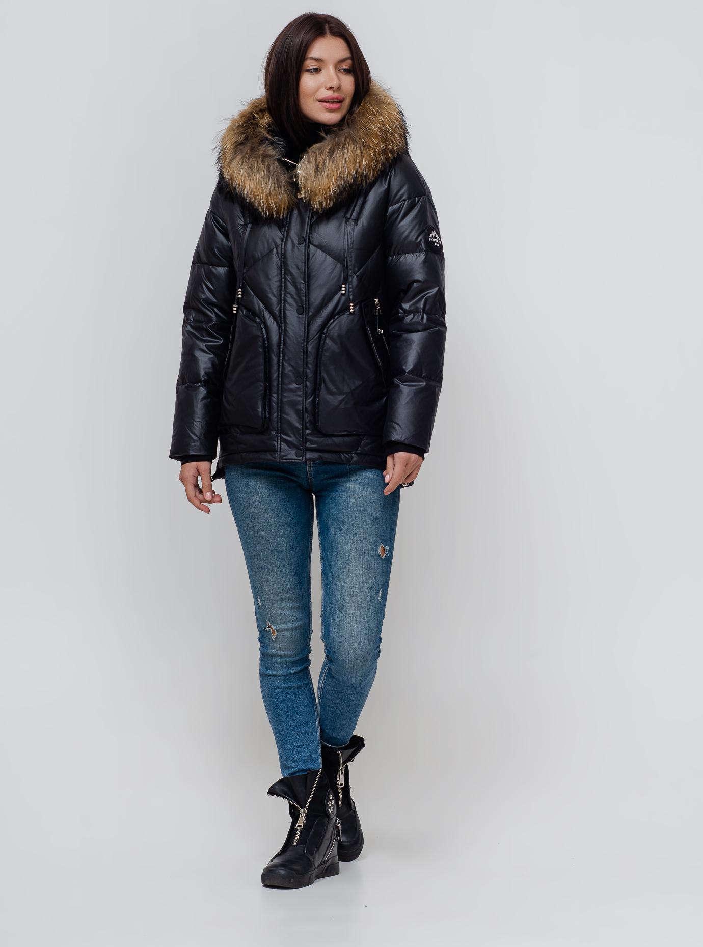 Пуховик зимовий короткий з хутром єнота Чорний S (01-N200389): фото - Alster.ua