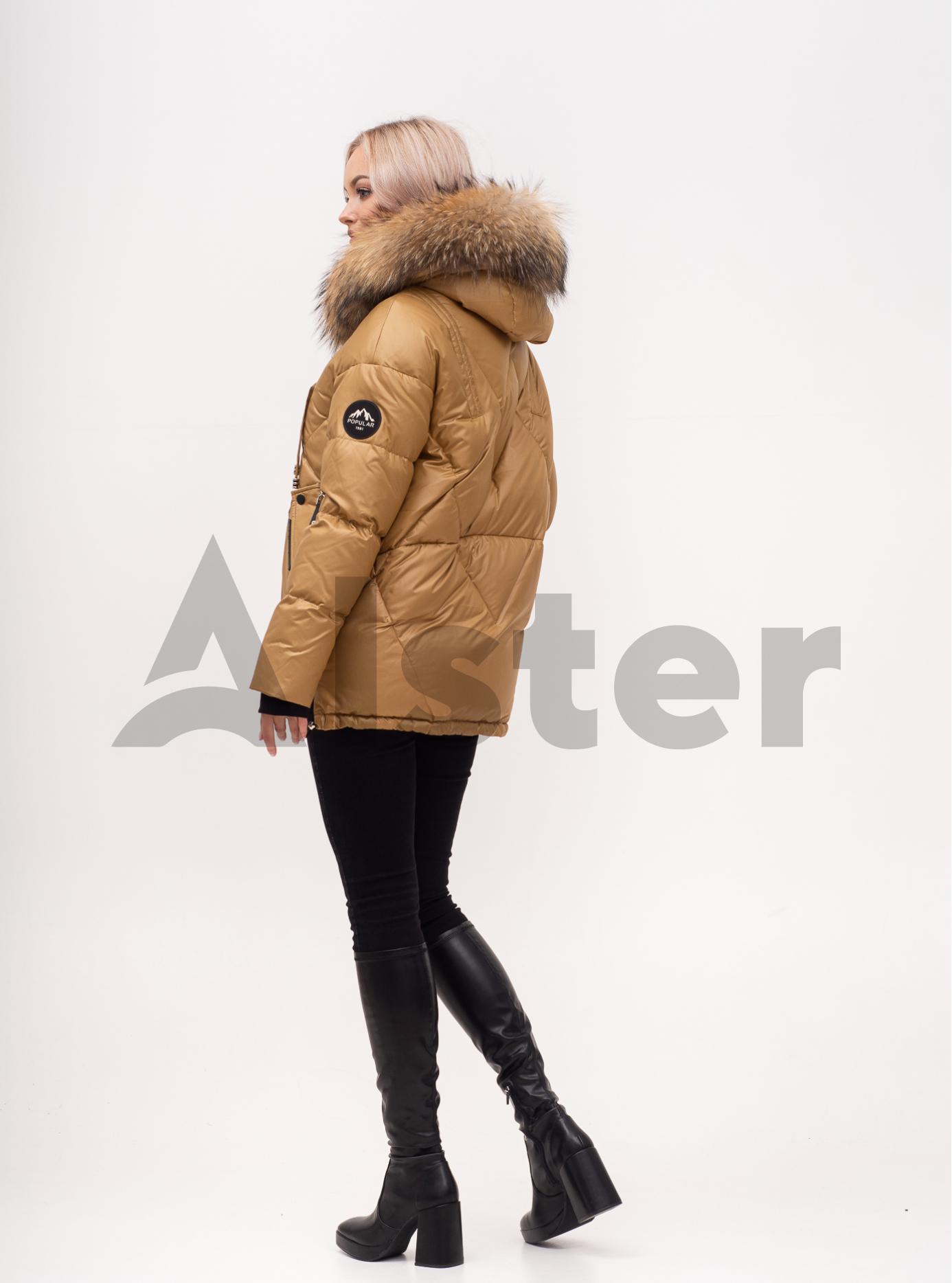 Пуховик зимний короткий с мехом енота Золотой M (02-N200386): фото - Alster.ua