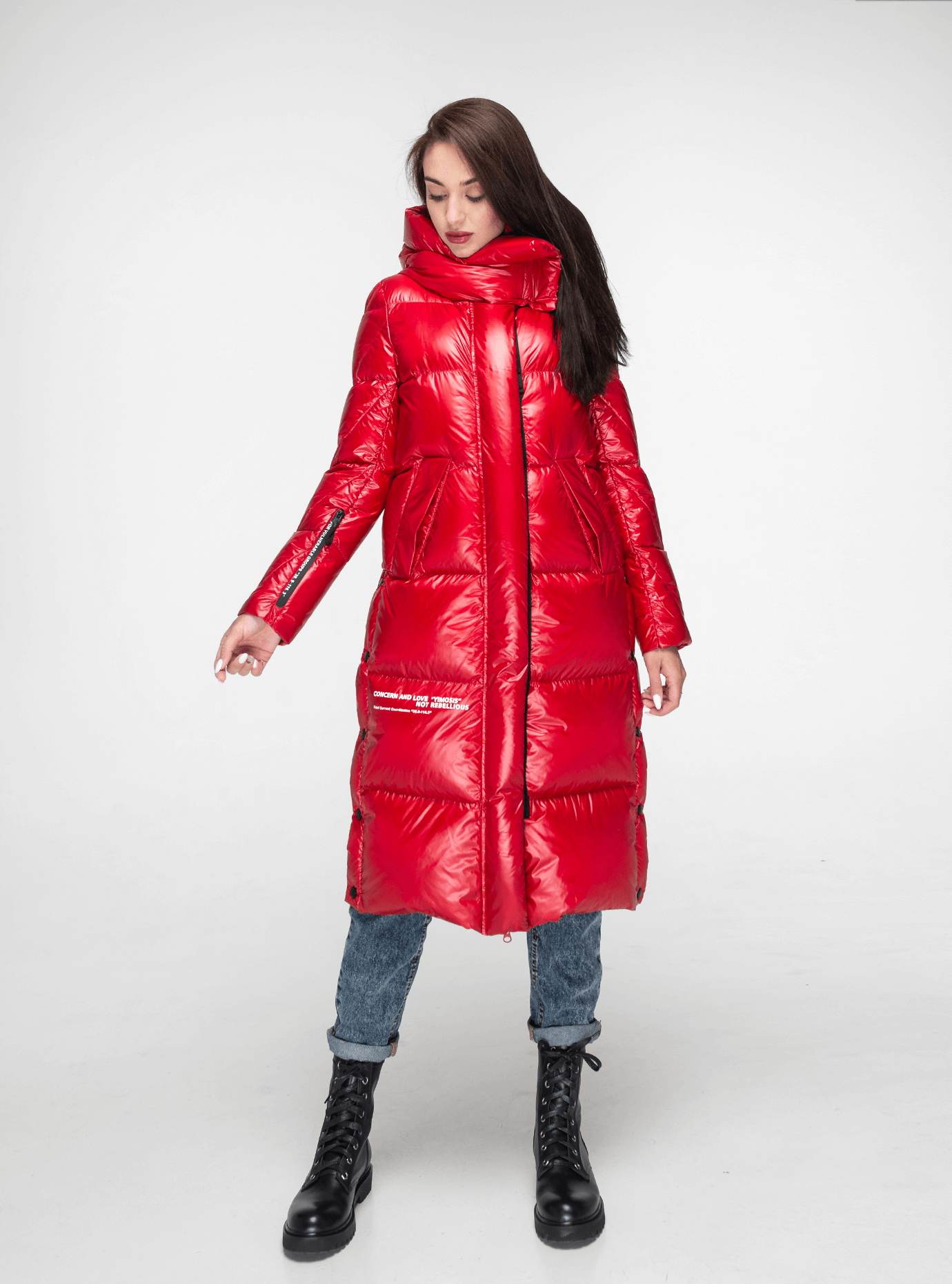 Пуховик женский длинный с разрезами Красный L (02-Y191132): фото - Alster.ua
